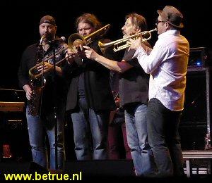 De huidige bezetting van de blazers van The Asbury Jukes: John Isley (saxofoon, Neal Pawley (trombone) en Chris Anderson (trompet).